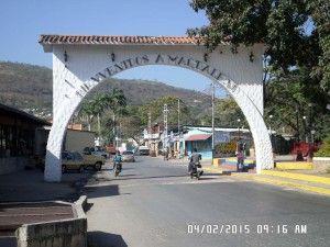Arco en la entrada de Magdaleno