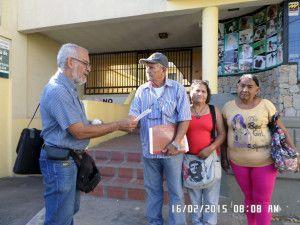 Francisco Monsón haciéndome entrega de los Documentos